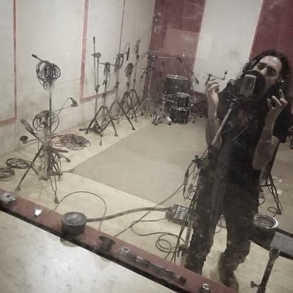 Marcello Pompeu durante gravações da música Monster da Girlie Hell