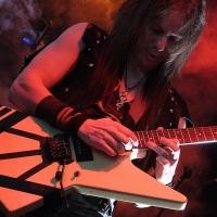 """Vulcano, do Hellish War, em mais uma turnê com Tim """"Ripper"""" Owens"""