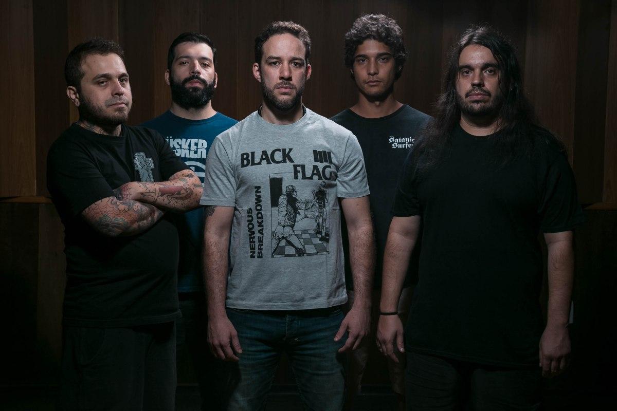 GAGGED: Banda lançará álbum e livro com alto teor político.